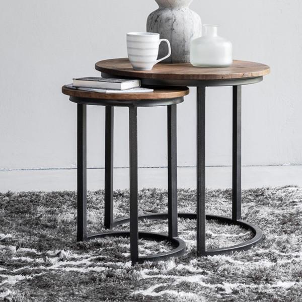 Set van 2 houten bijzettafels
