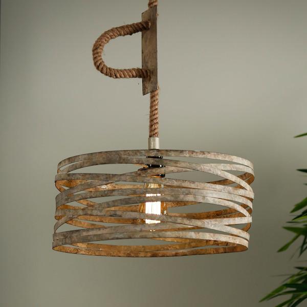 Metalen hanglamp aan touw