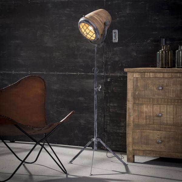 Industriele vloerlamp met hout